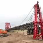 Eerste heipaal windpark Nijmegen de grond in