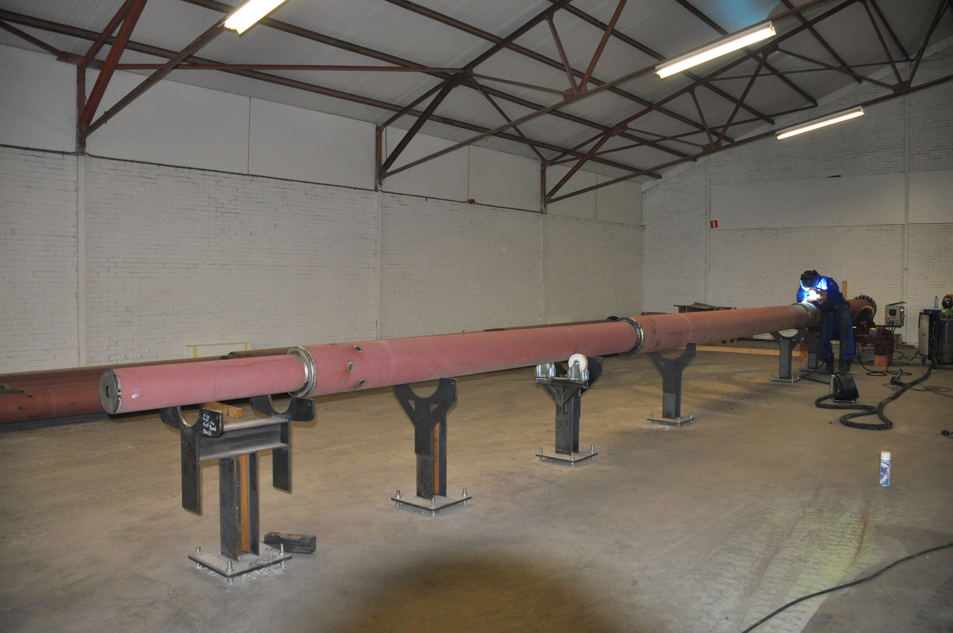 De stalen mast wordt ook in Hoogezand gelast.