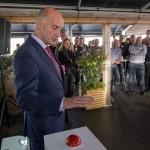Wethouder Melse heeft de bouw van Windpark Bouwdokken officieel gestart