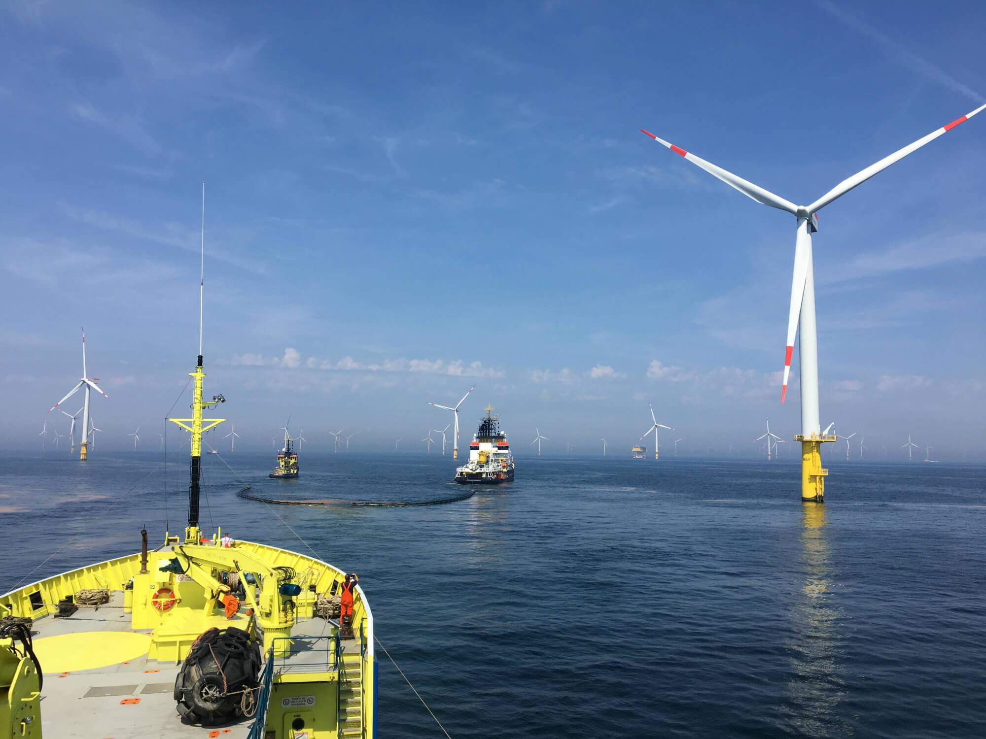 Internationale oefening oliebestrijding bij Duits offshore windpark