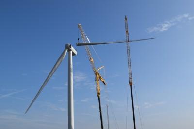 Eerste turbine Burgerwindpark De Spinder staat