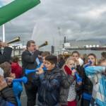 Schoolkids brengen saluut in Eemshaven