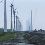 Stroomkabels liggen voor windpark Noordoostpolder in de grond